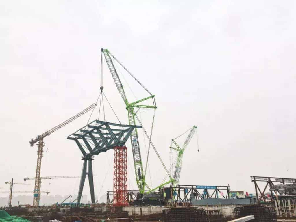 ZCC300 hoisting the roof steel structure for Tianjin's National Convention and Exhibition Centre.