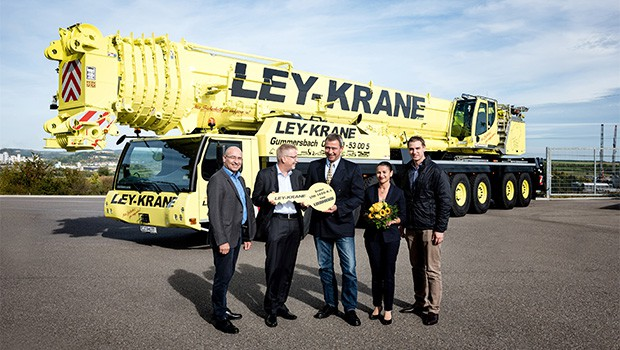 A photoshoot of Ley-Krane owners with Liebherr for the handing over ceremony of the world's first Liebherr LTM1450-8.1.