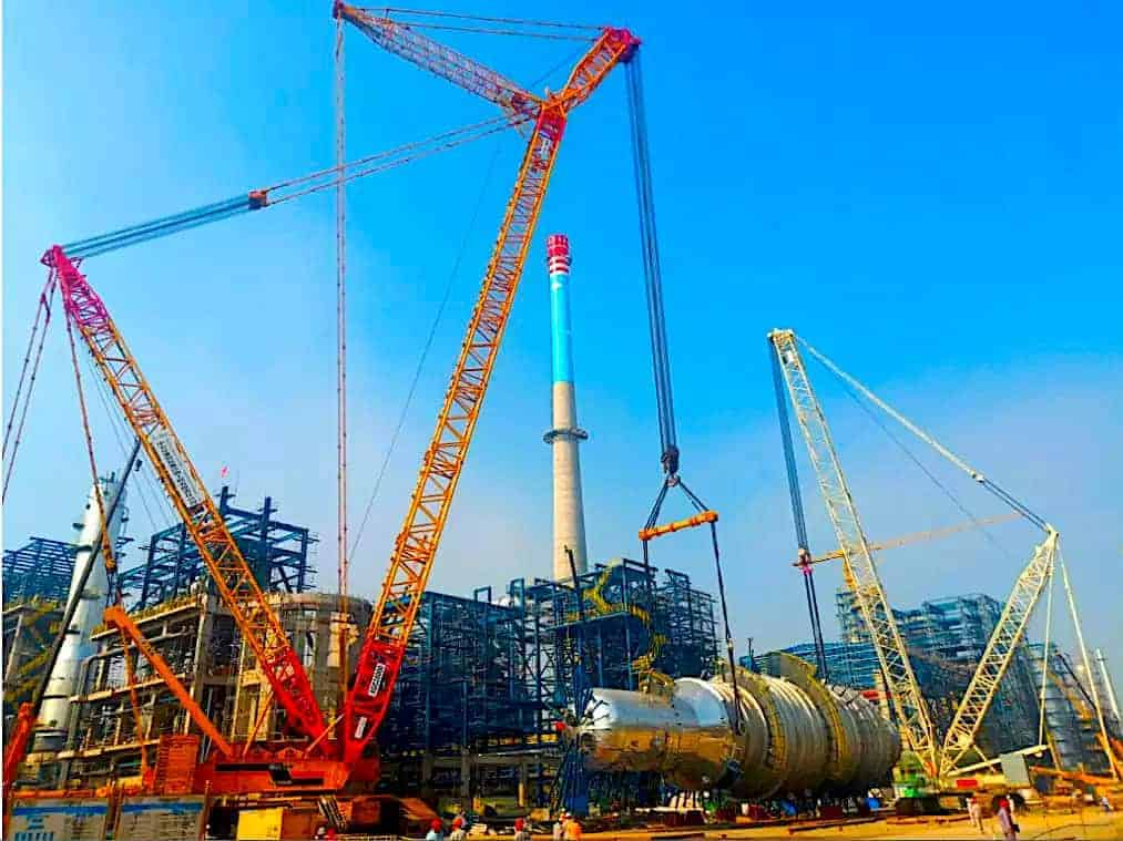 XGC28000 hoisting 750-tonnes tower in refinery.