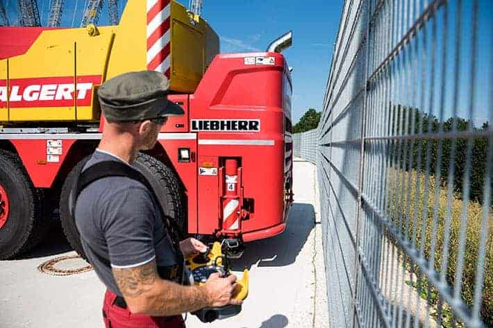 Demonstration of Liebherr LTC 1050-3.1 with RemoteDrive.