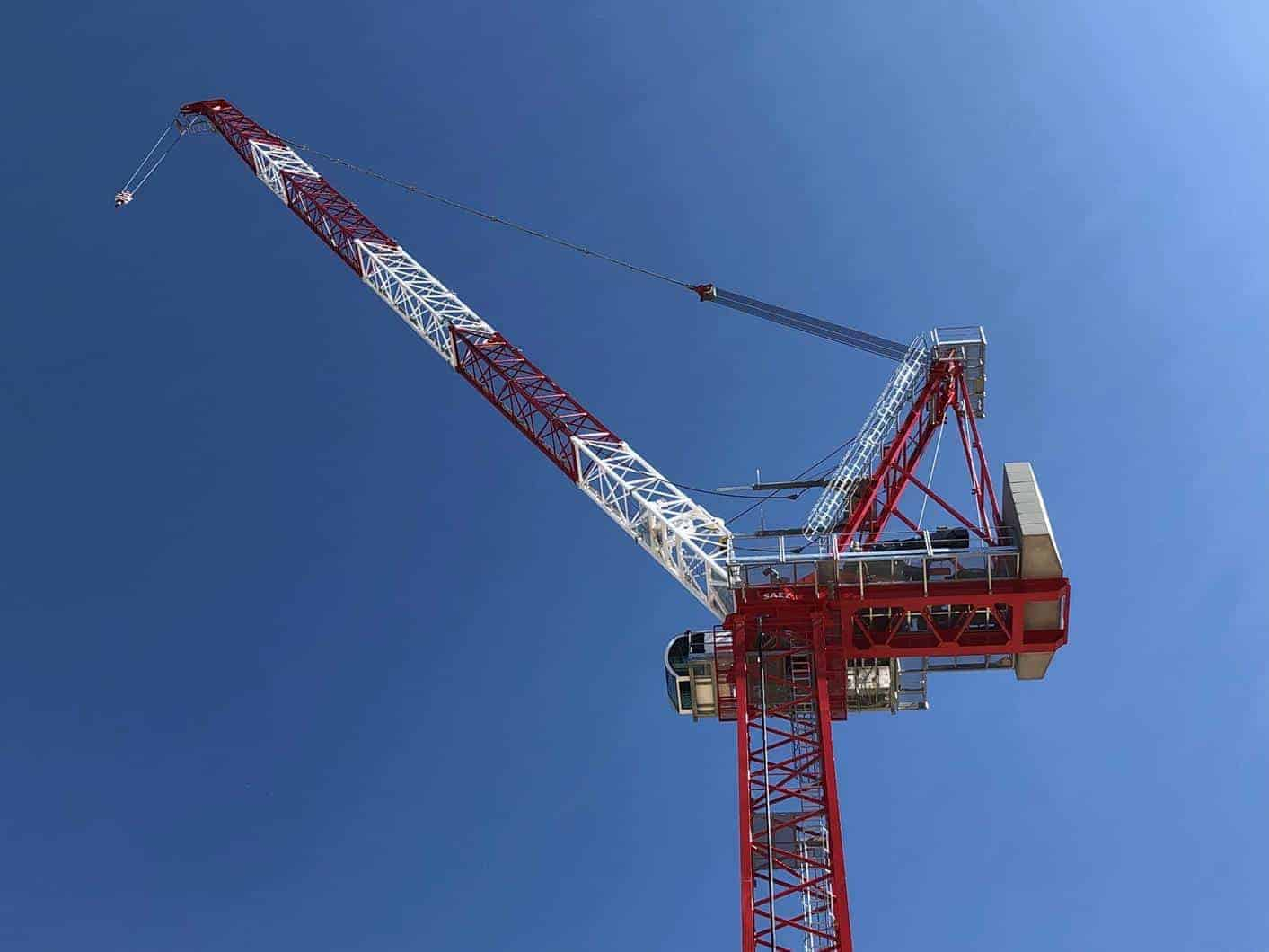 Side view of Saez SL 450 R luffing jib tower crane